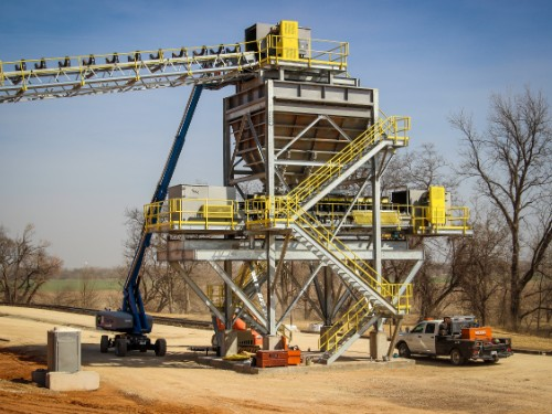 INDUSTRIAL SAND PLANT WITH AUTOMATED RAIL LOAD-OUT
